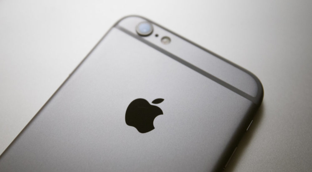 Apple released am update of its current firmware for iOS devices after Egyptian journalist Ahmed Mansoor had been targeted on his phone with spyware made by an Israeli company that specialises in the intelligence gathering through personal, electronic devices. (Photo by Jaap Arriens/NurPhoto via Getty Images)