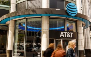 Chicago - Circa May 2018: AT&T Mobility Wireless Retail Store. AT&T now offers IPTV, VoIP, Cell Phones and DirecTV  (Chicago - Circa May 2018: AT&T Mobility Wireless Retail Store. AT&T now offers IPTV, VoIP, Cell Phones and DirecTV , ASCII, 116 compon